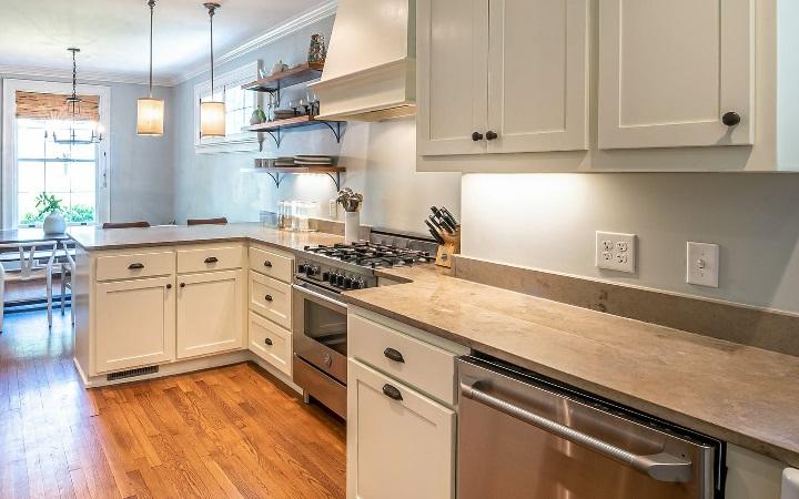 decoracion-de-cocina-con-suelo-de-madera