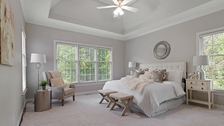 dormitorio-con-ventanas-grandes