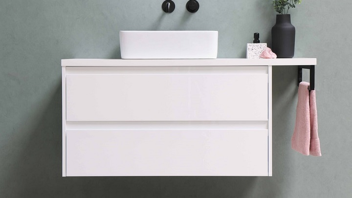 bathroom-cabinet-suspended-in-white-color