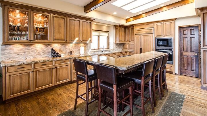 cocina-grande-de-estilo-rustico