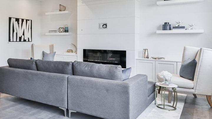 decoracion-del-salon-en-gris-y-blanco