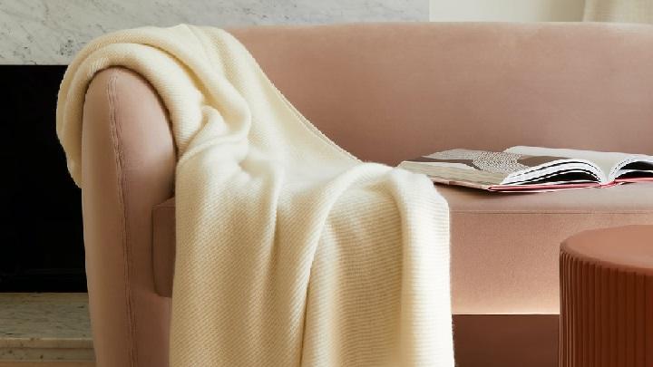 manta-en-sofa
