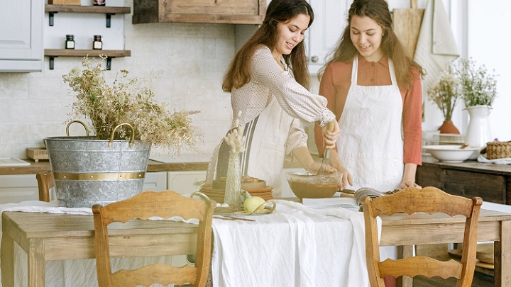 una-mesa-de-cocina-de-madera