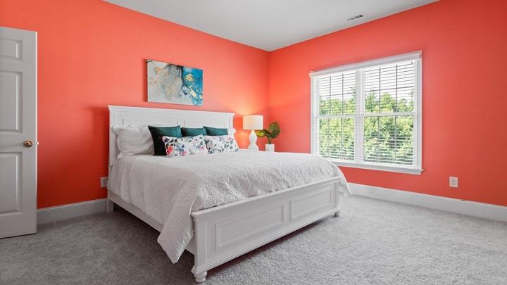dormitorio-con-paredes-de-color-rojo
