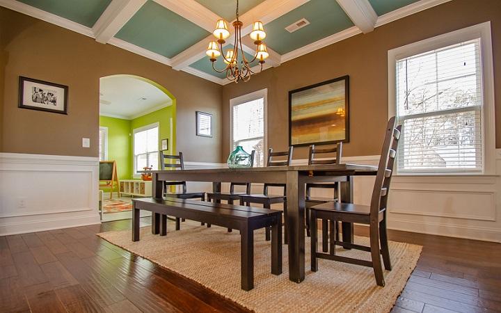 mesa-de-madera-con-banco-y-sillas