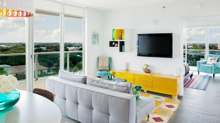 salon-con-mueble-de-color-amarillo