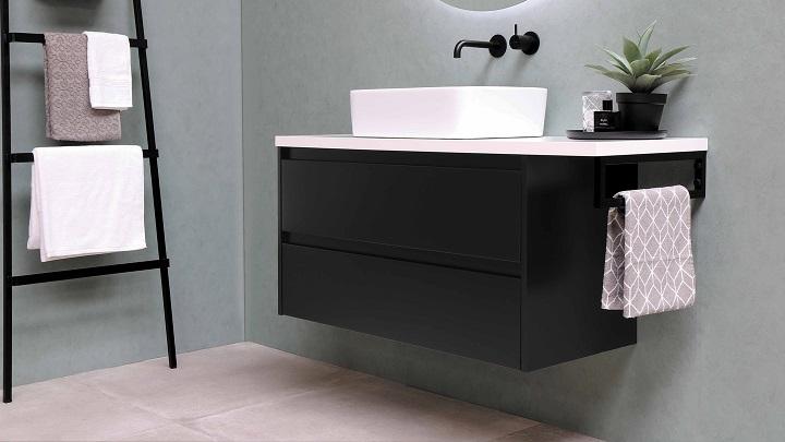 bano-decorado-en-negro-blanco-y-verde