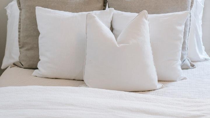 cama-en-el-dormitorio