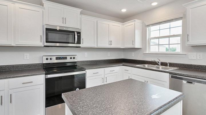cocina-blanca-y-gris-con-isla-en-el-centro