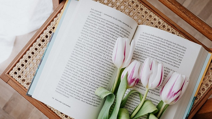 flores-sobre-libro