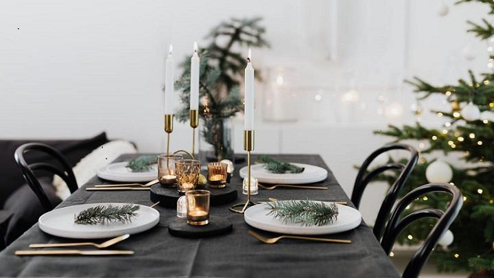 mesa-de-navidad-decorada-en-blanco-y-negro