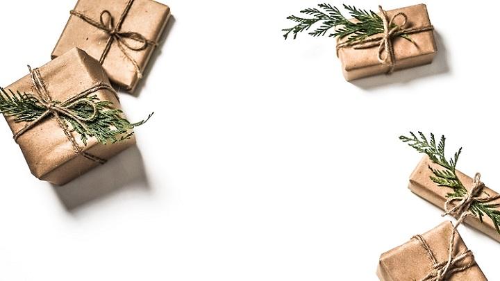 regalos-decorados-con-un-ramita-verde
