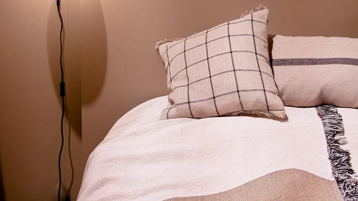 ropa-de-cama-en-dormitorio