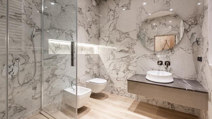 bano-decorado-con-marmol