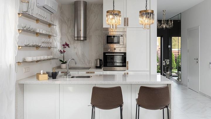 bonita-cocina-con-muebles-blancos