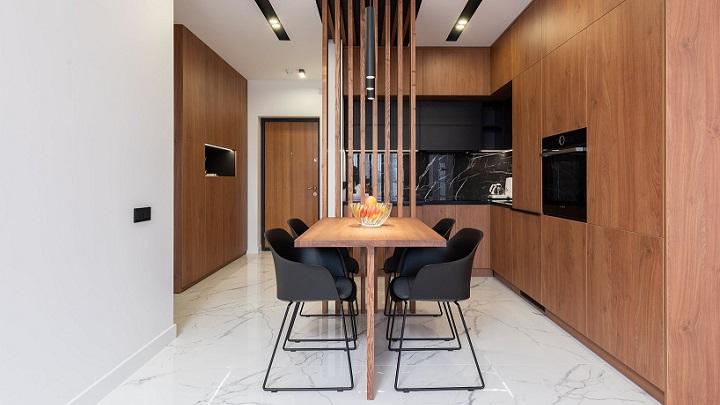 cocina-con-muebles-de-madera-oscura