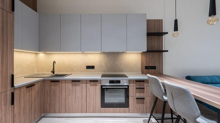 cocina-de-madera-con-lineas-rectas