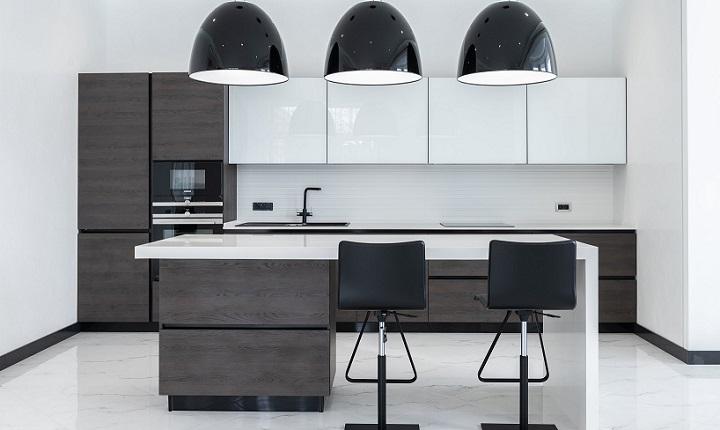 elegante-cocina-en-blanco-y-negro