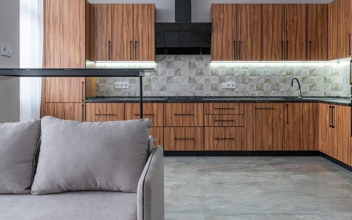 sofa-cerca-de-cocina