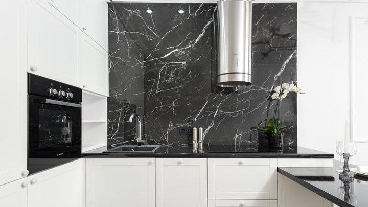 pared-en-marmol-negro