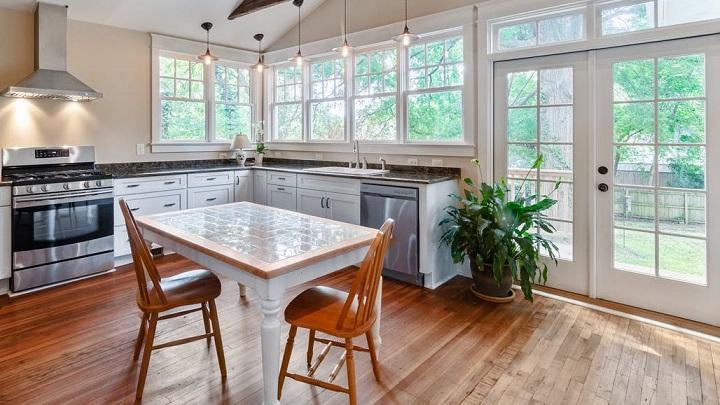 ventanas-con-cuarterones-en-la-cocina