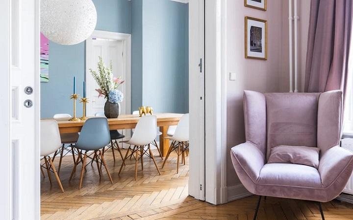 casa-decorada-en-blanco-azul-y-lila