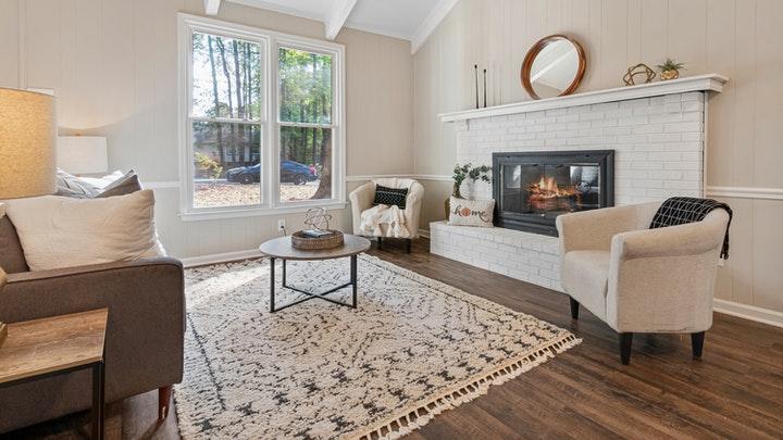 alfombra-de-color-claro-en-salon