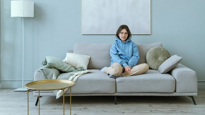 sofa-en-color-gris