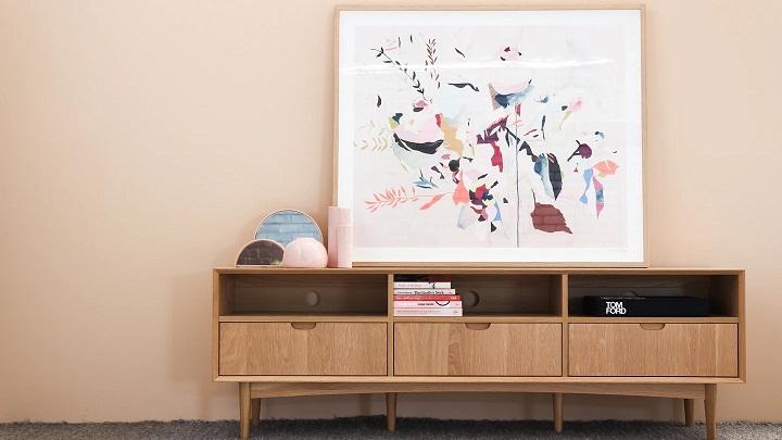 gran-cuadro-sobre-el-mueble