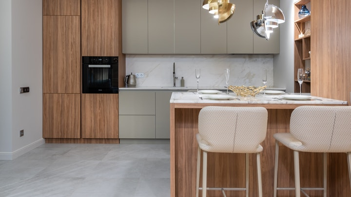 cocina-en-madera-y-gris