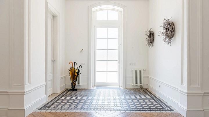 molduras-blancas-en-paredes-de-casa