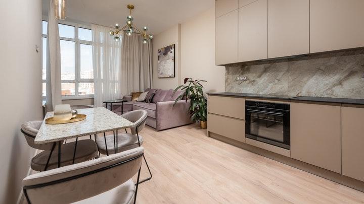 suelo-de-madera-en-cocina-y-salon