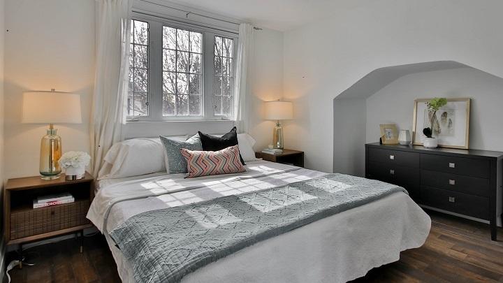 ventana-con-cuartones-en-dormitorio