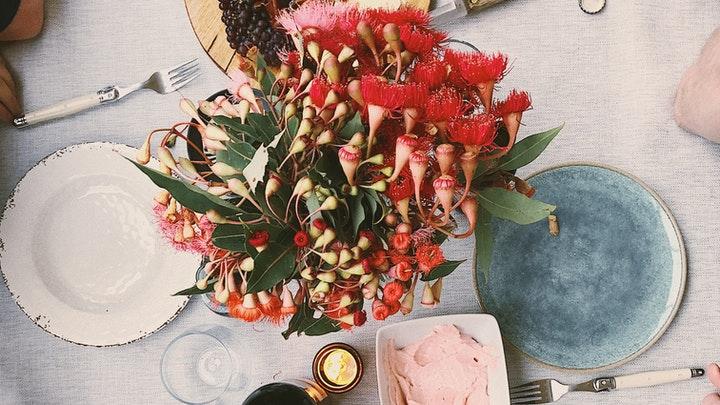 mesa-con-flores