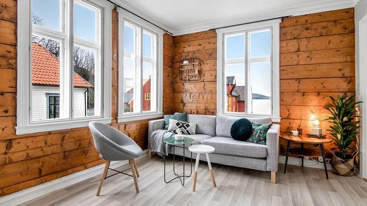 salon-con-paredes-de-madera