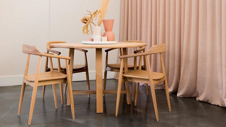 mesa-de-comedor-de-madera-clara