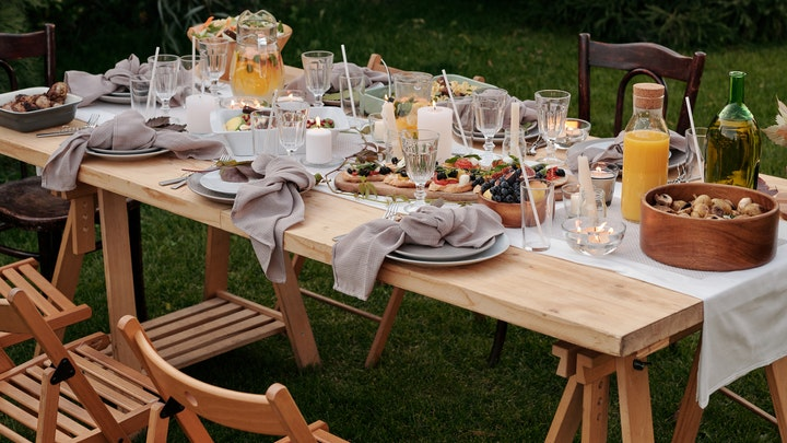 sillas-plegables-en-comedor-de-verano