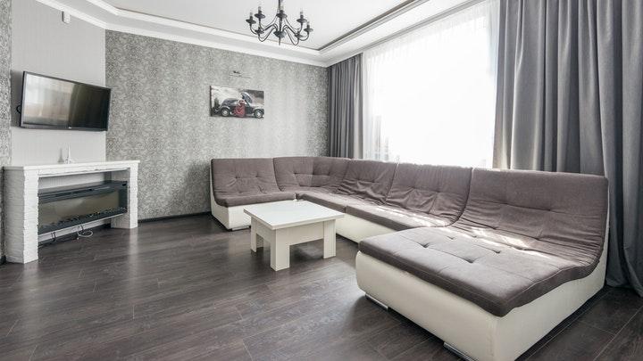 sofa-grande-en-el-salon