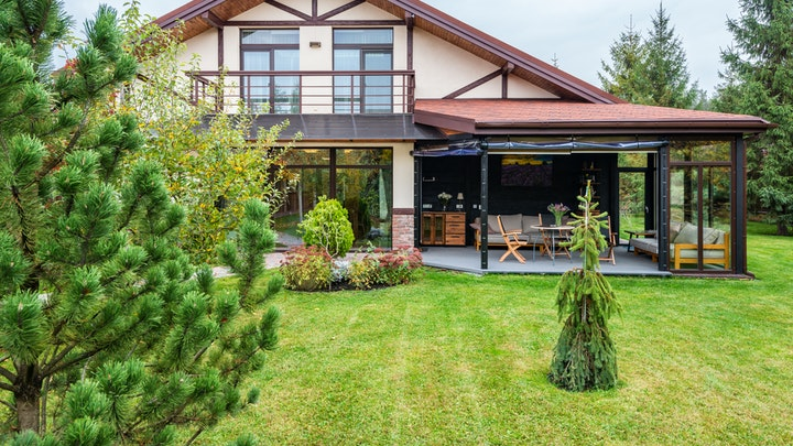 casa-con-porche-y-jardin