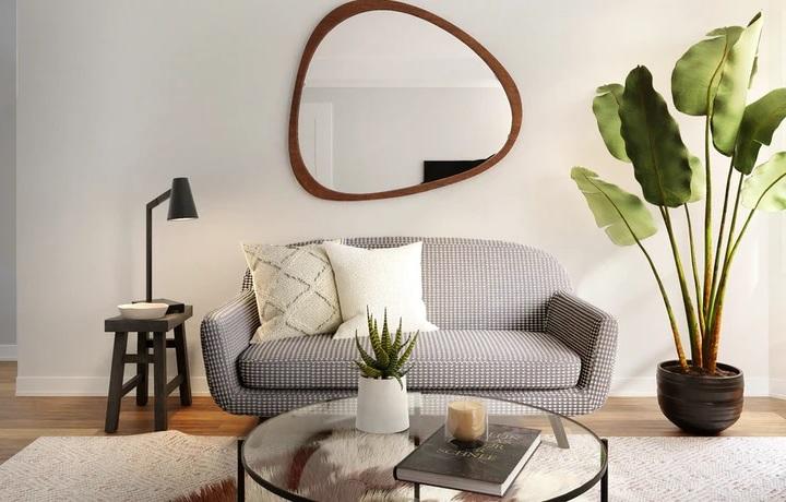 espejo-irregular-en-pared-detras-del-sofa