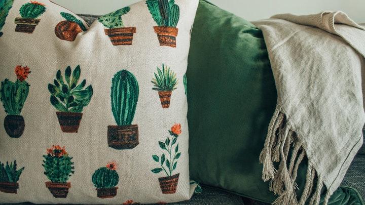 manta-de-sofa-en-color-claro