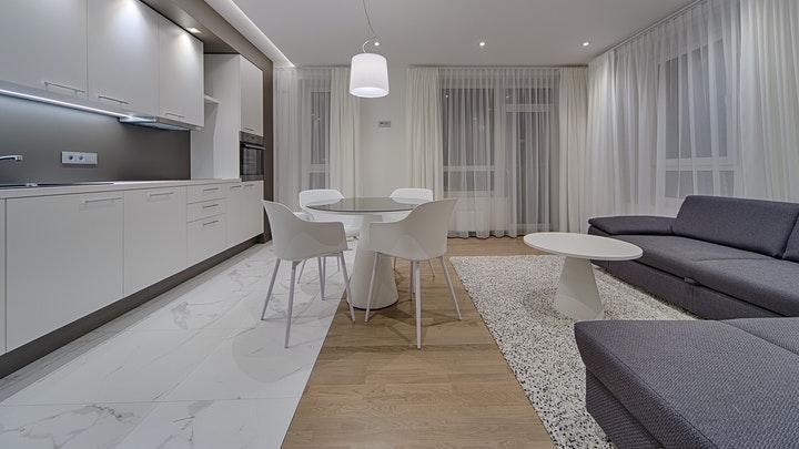cocina-blanca-con-decoracion-abierta