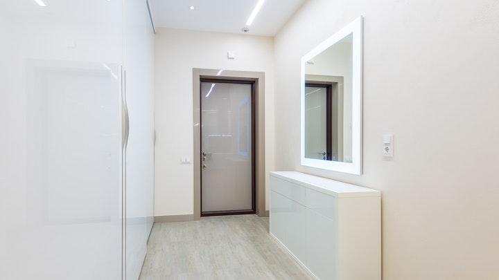 mueble-blanco-con-espejo